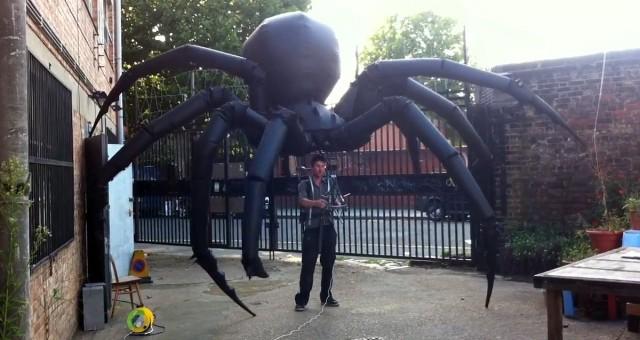 Óriás felfújható pók báb - Tim Davies