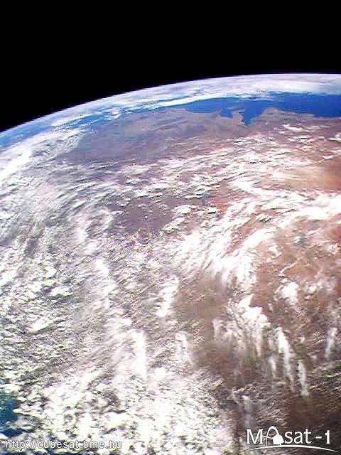 A képen az Ausztrál kontinens látható, a horizont közelében a déli partvonallal.