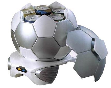 Focilabda alakú mini hűtő
